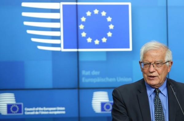 Borrell mbështet heqjen e vizave për Kosovën