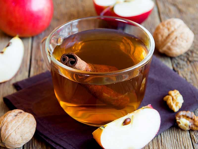 Pse duhet ta përfshini çajin e mollës në rutinën tuaj ditore