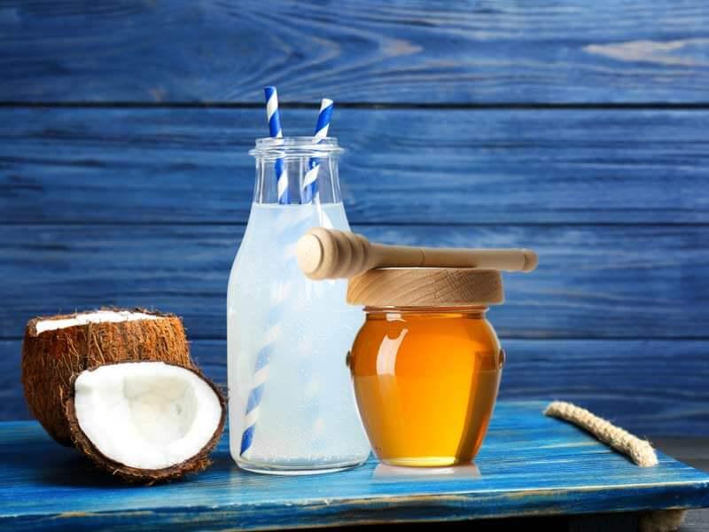 Efektet çudibërëse të ujit të kokosit dhe mjaltit në mëngjes