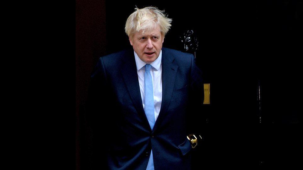 Covid në Britani, Johnson relaksohet: Nga e hëna përqafime për miqtë dhe familjen