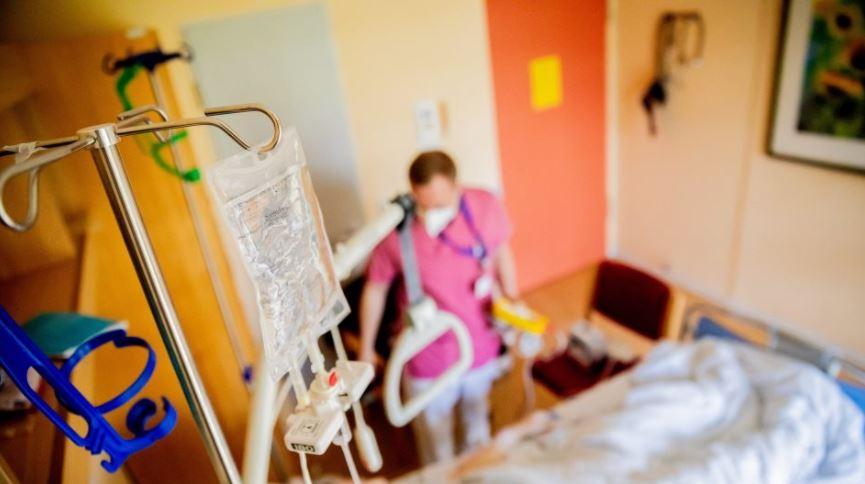 Të infektuarit me simptoma të lehta, kanë më  pak gjasa të zhvillojnë pasoja kronike