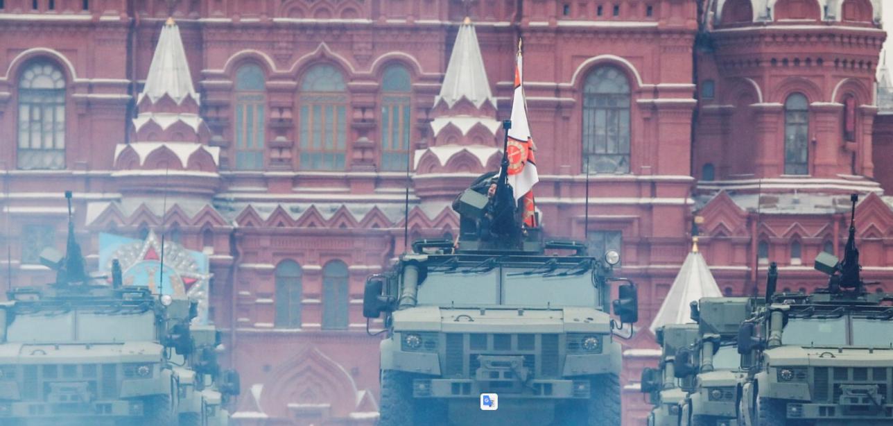 Rusia tregon fuqinë, 200 makina ushtarake në sheshin e kuq të Moskës, qielli mbushet me avionë