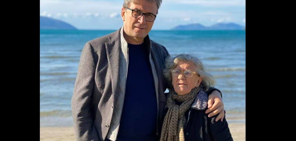 Brataj dedikim të ëmës për ditëlindje: Rrudhat, dëshmi e vështirësive që ke kaluar, 86 janë pak për ty