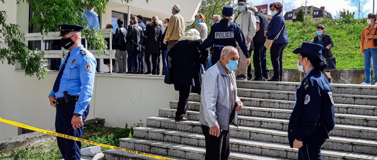 Opozita në Kosovë kritikon qeverinë për menaxhimin e vaksinimit