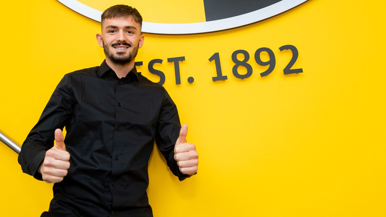 Vitesse nuk u ndahet shqiptarëve, firmos për 3 vite me një mesfushor