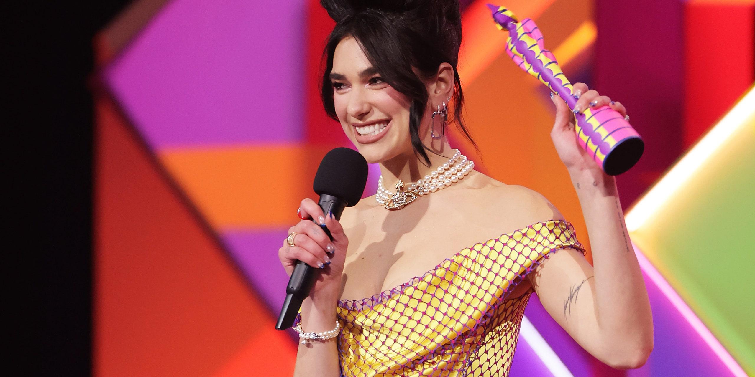 """""""BRIT Awards"""": Momentet kyçe dhe lista e fituesve, domethënia që qëndron pas fustanit të Dua Lipës"""