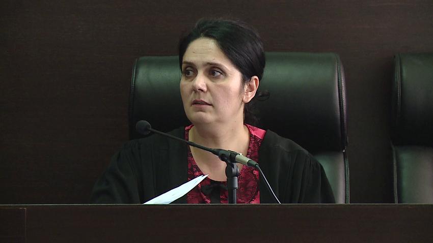 Mbyllen hetimet, SPAK zbardh akuzat për Enkelejda Hoxhën dhe grupin e Krujës: Nxirrnin të dënuar nga burgu me raporte false