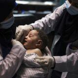 Foshnja i mbijeton sulmit izraelit në kapim e refugjatëve në Gaza, Hamasi: Ky është krim lufte