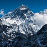 Everest është pika më e lartë mbi nivelin e detit, por jo mali më i lartë në botë
