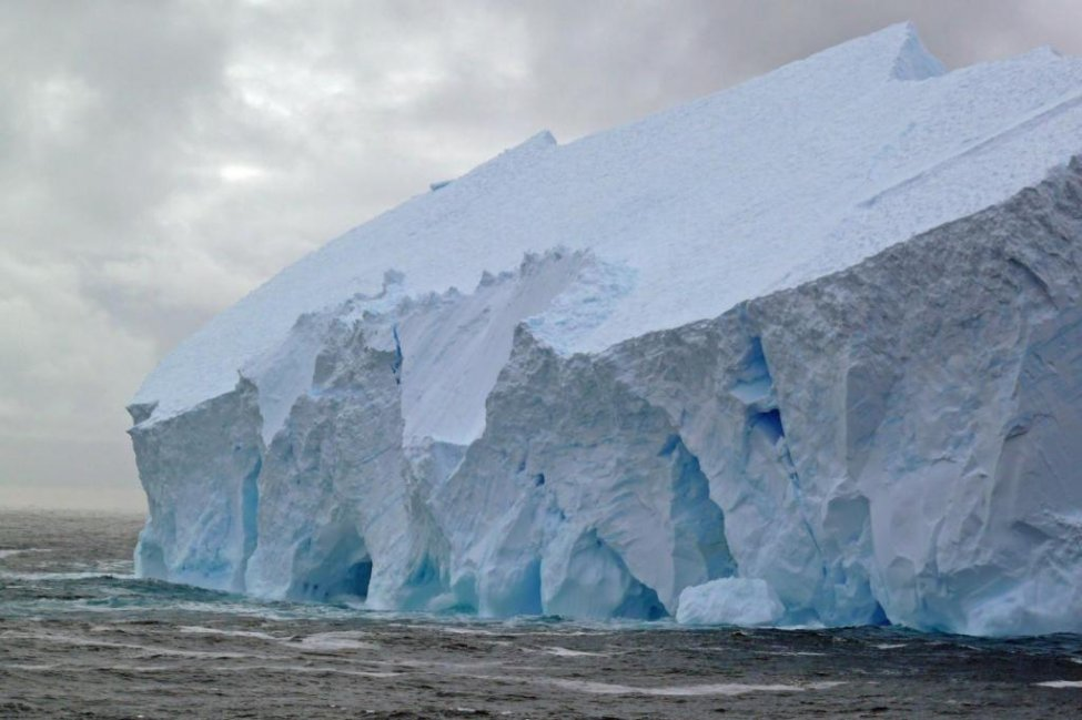 Studimi i Harvardit: Shkrirja e akullit në Antarktidë është nënvlerësuar ndjeshëm