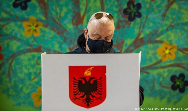 """DW/ Zgjedhjet në Shqipëri: """"Teknikat"""" e ndikimit ndaj vendimit të votuesve, shumë të rafinuara"""