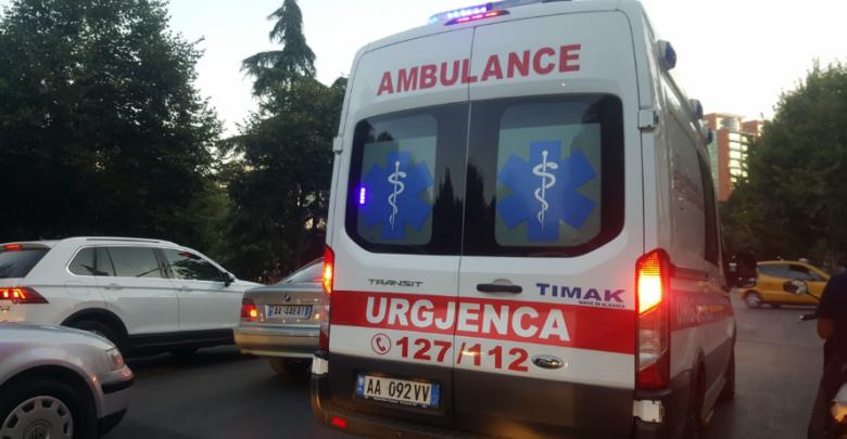 Sherr me thika në Tiranë, një i plagosur
