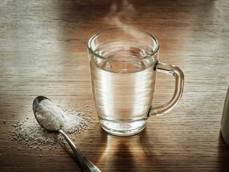Nga trajtimi i akneve tek flokët, 4 arsye pse duhet të përdorni ujë me kripë