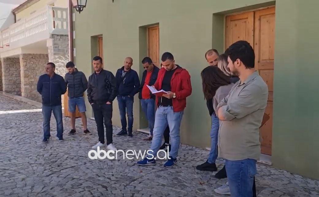 Bizneset protestë në Vlorë: Merrni masa për pusetat dhe qentë, policia selektive për muzikën