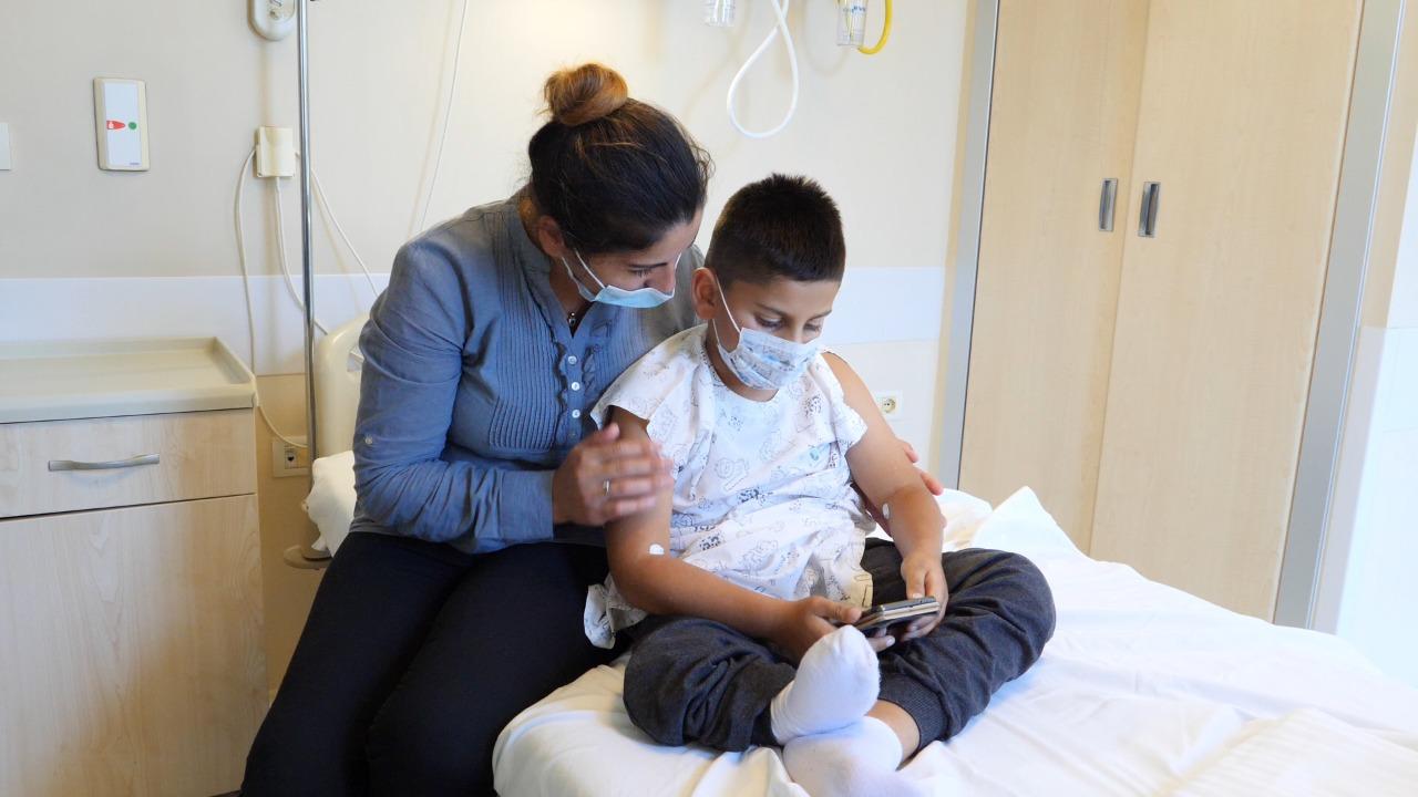 Pas 14 operacionesh pa sukses në Turqi, Spitali Amerikan bën të ecë 7-vjeçarin pa njërën këmbë