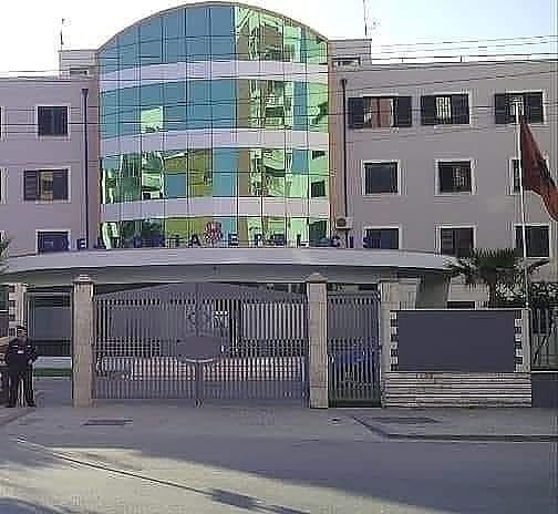 Shpërndanin drogë në Durrës, Tiranë, Lushnje, arrestohen 2 të rinj dhe shpallet në kërkim një tjetër