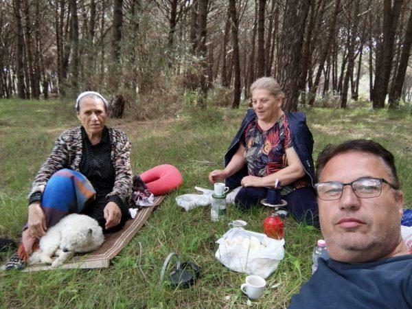 U helmuan nga kërpurdhat, përcillen për në banesën e fundit tre pjesëtarët e familjes nga Gjilani
