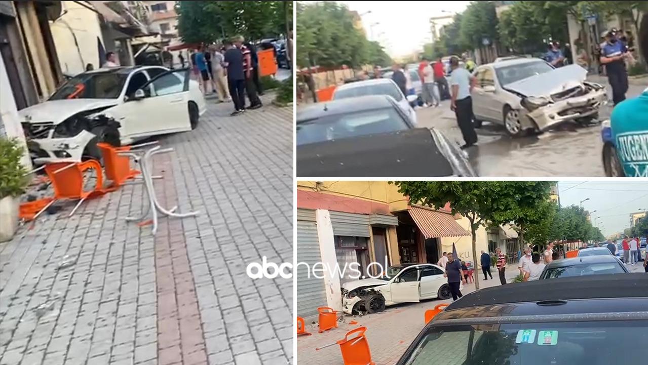 Përplasen makinat në qendër të Kavajës, shpëtojnë për mrekulli drejtuesit