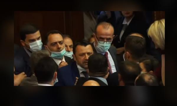 Debate të ashpra në Kuvendin e Kosovës, ndërpritet seanca plenare