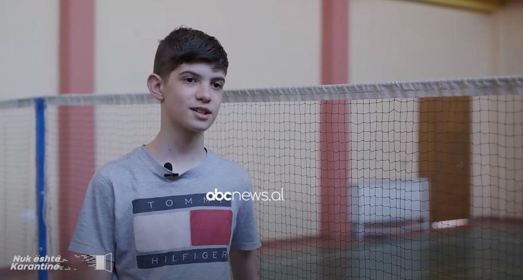 Njihuni me 14 vjeçarin, kampion në sportin e veçantë të badmintonit