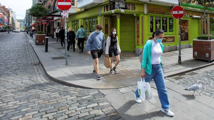 Irlanda lehtëson masat anti-Covid