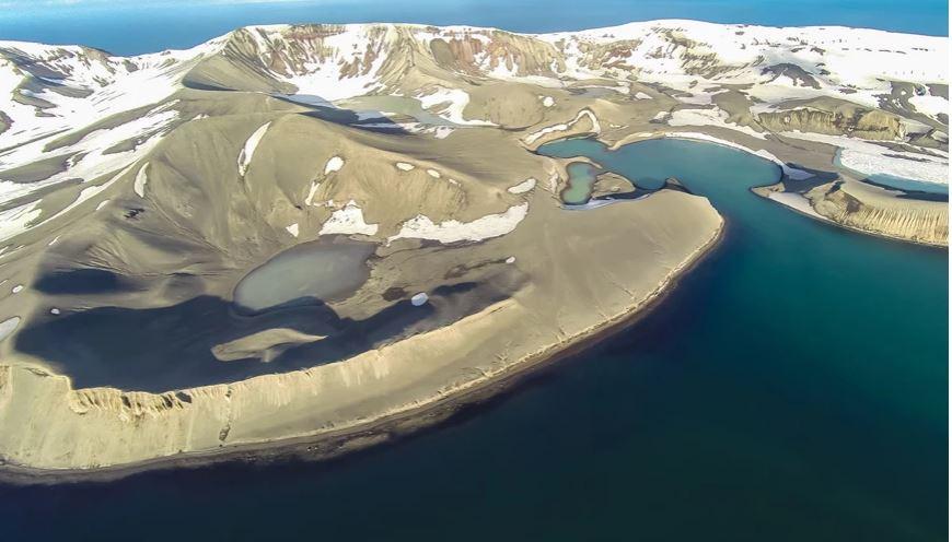 """""""Mashtrimi"""", ishulli i shkretë në Antarktidë me vullkane aktive dhe burime termale"""