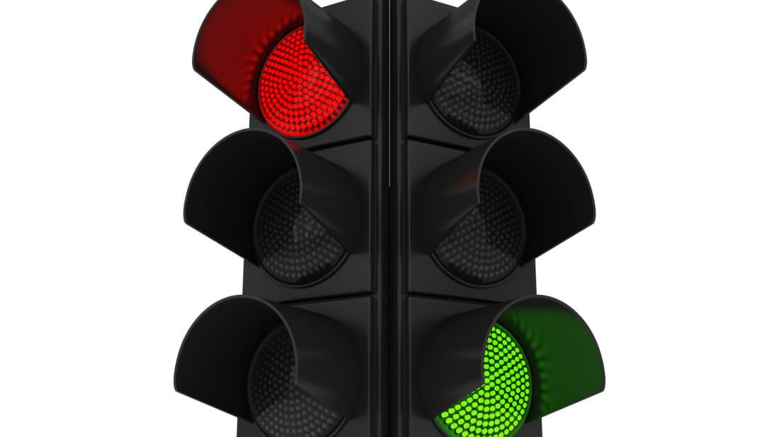 Pse semaforët kanë ngjyrën e kuqe dhe jeshile?