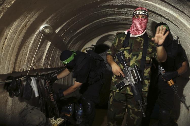 Brenda kompleksit të tuneleve të Hamasit