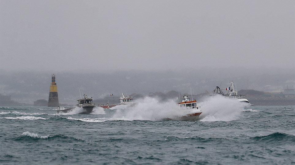 Normalizohet situata, anijet luftarake britanike tërhiqen, peshkatarët francezë largohen