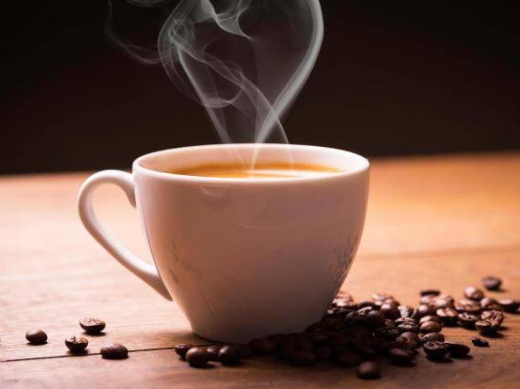 Pse nuk duhet të pini asnjëherë kafe me stomakun bosh