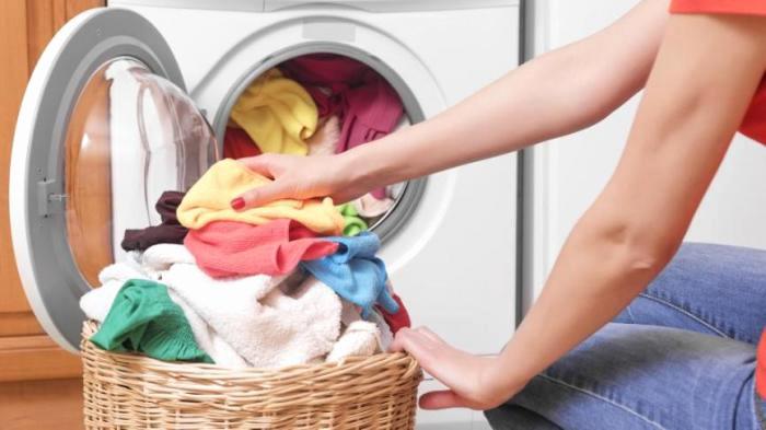Katër këshilla të dobishme për larjen e rrobave