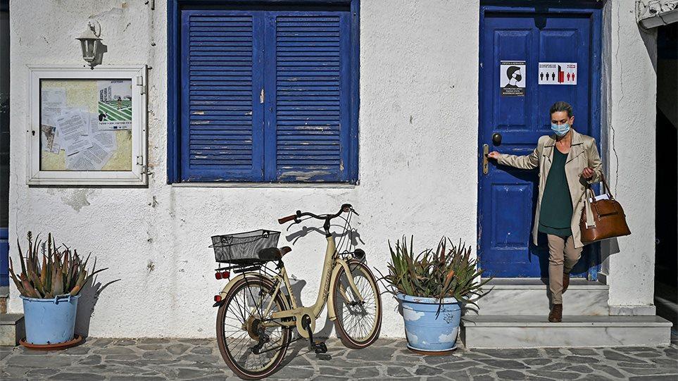"""Greqia i thotë """"lamtumirë"""" izolimit, hapen dyqanet, muzetë dhe kazinotë, rregullat për turistët"""