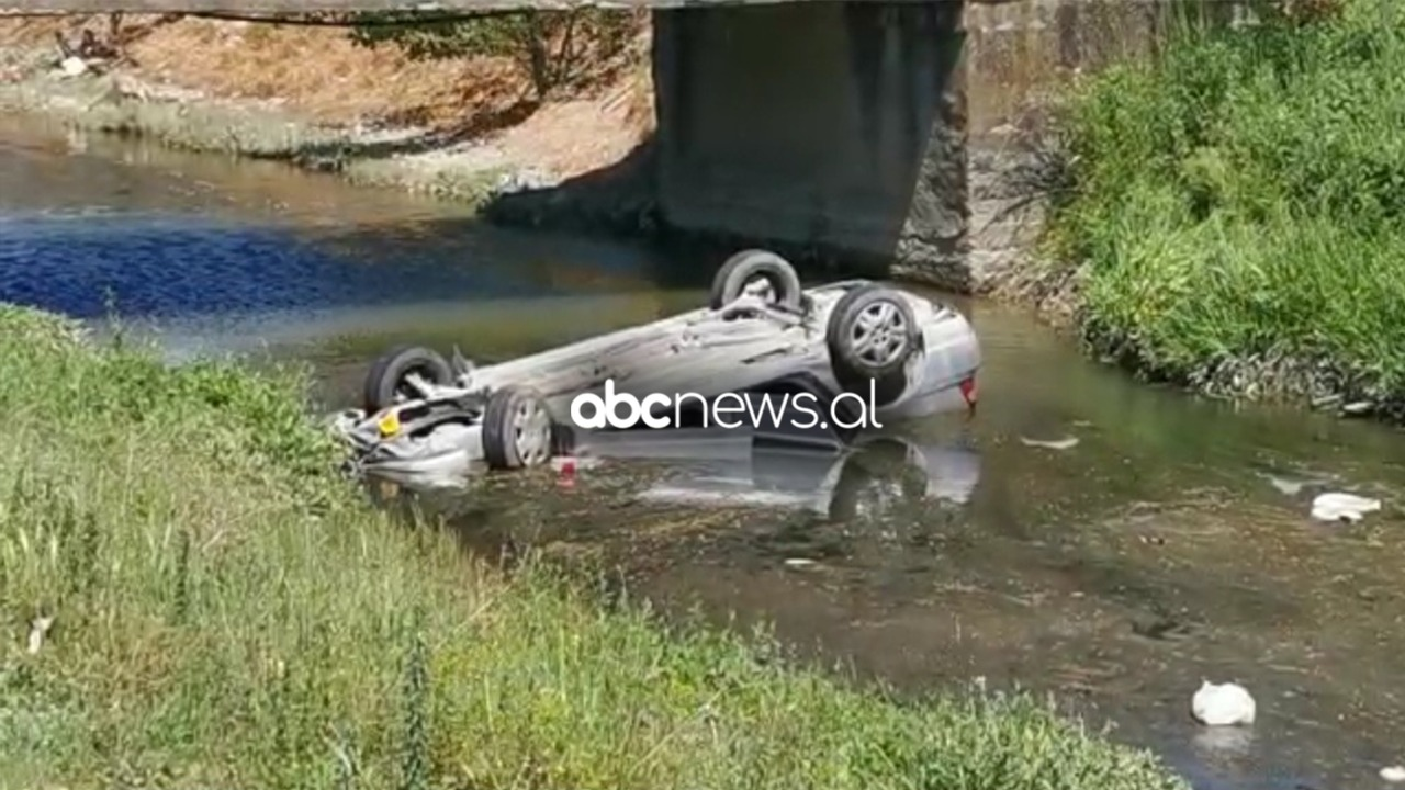 Aksident i rëndë në Lushnje, makina bie në kanal, humbin jetën dy persona