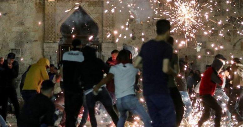 Mbi 200 të plagosur nga përplasjet mes palestinezëve dhe policisë izraelite në xhaminë Al-Aqsa