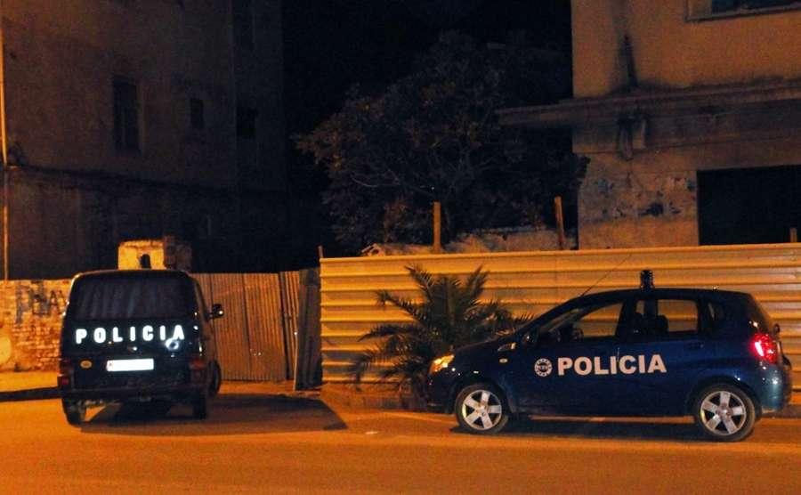 I zunë pritë në ashensor, dhunohet dhe grabitet kambisti në Sarandë
