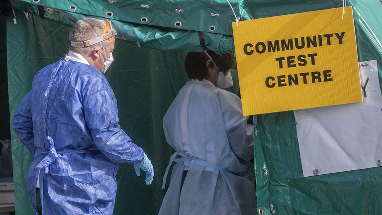 Dyfishohen në Britaninë e Madhe rastet me variantin indian të koronavirusit