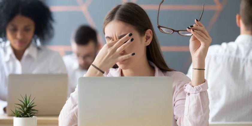 Pesë këshilla për t'i mbajtur sytë nga lodhja