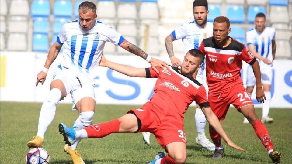 Zyrtare: Vazhdojnë largimet nga Kastrioti, mesfushori lë ekipin pas dy sezonesh