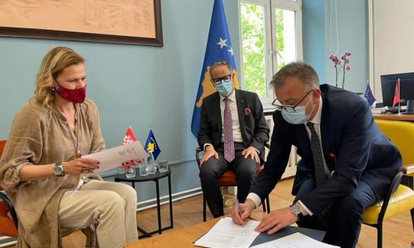 10 mijë vaksina në Kosovë nga Kroacia, nënshkruhet marrëveshja mes vendeve