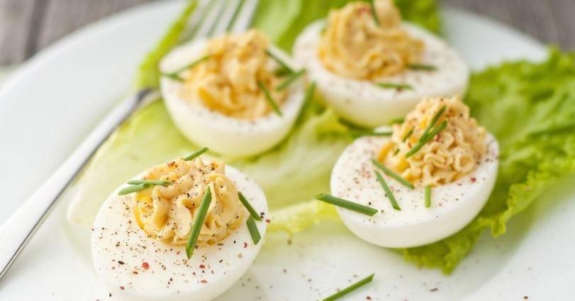 Çfarë të bëjmë me vezët e mbetura nga Pashkët?
