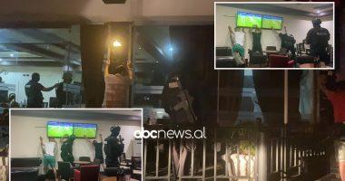 """""""Duart lart"""", RENEA vë me shpatulla pas murit disa persona në Shkodër e Fier, po shikonin ndeshjen"""