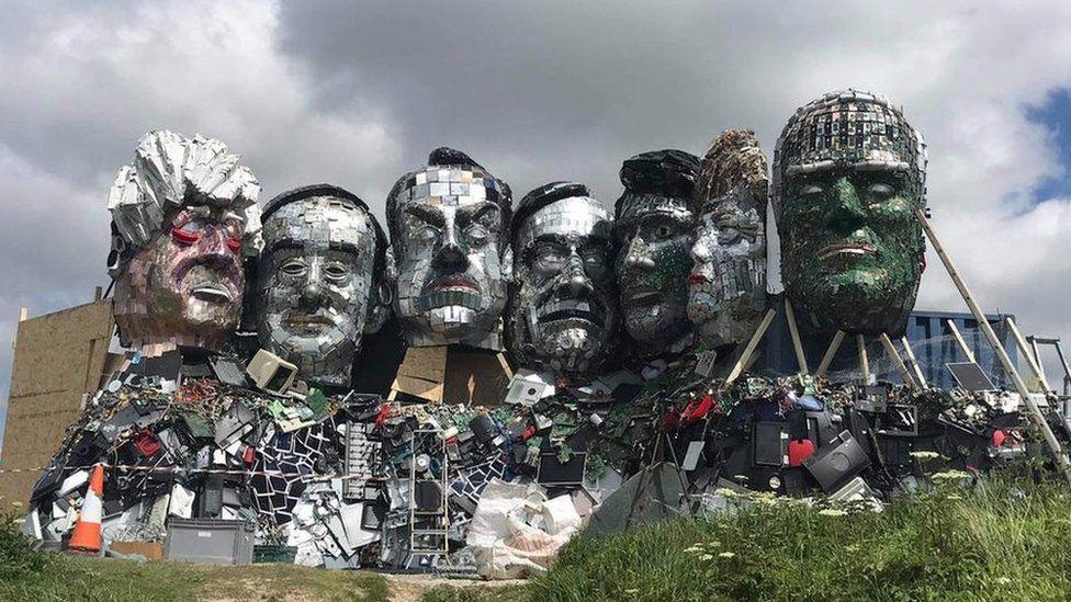 Liderët më të fuqishëm botërorë bëhen skulpturë me mbetje elektronike