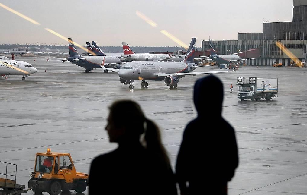 Rusia rifillon fluturimet me Britaninë dhe disa vende të tjera
