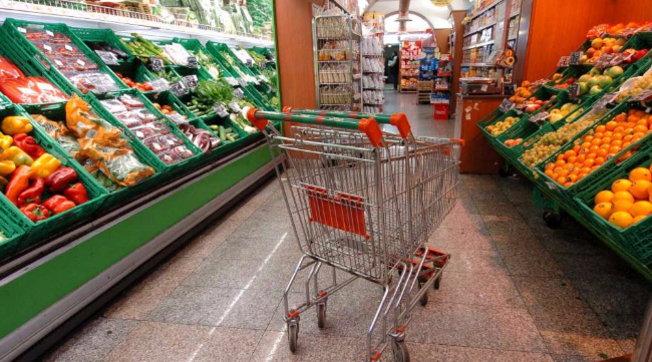 Ndodh në Itali, nëna harron vajzën 2 vjeçe në supermarket