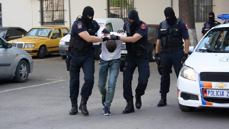 Me pasaportë false në kufi, arrestohet 45-vjeçari, i dënuar më parë për vrasje
