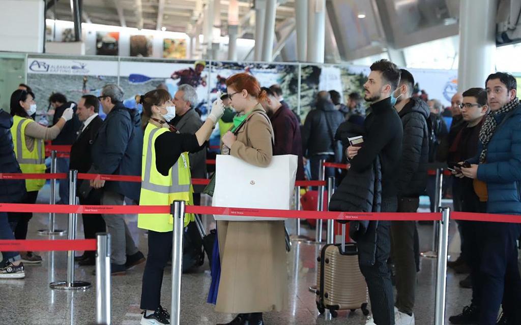BE heq kufizimet e udhëtimit për shqiptarët, çfarë duhet të dini përpara se të niseni