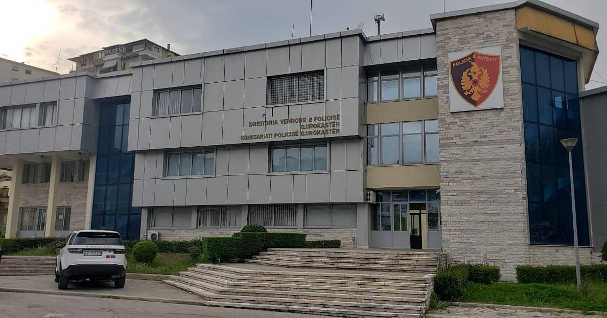 Grabitën banesën e 63-vjeçarit në Përmet, arrestohet një grua dhe shpallet në kërkim bashkëpunëtori