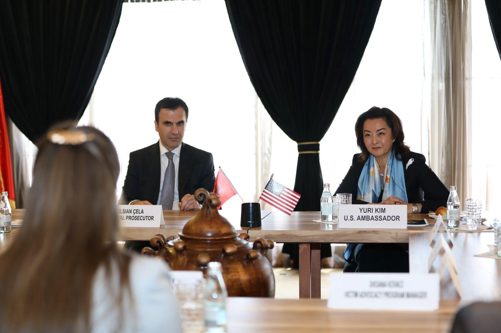 Yuri Kim: Dhuna ndaj grave duhet të ndiqet penalisht
