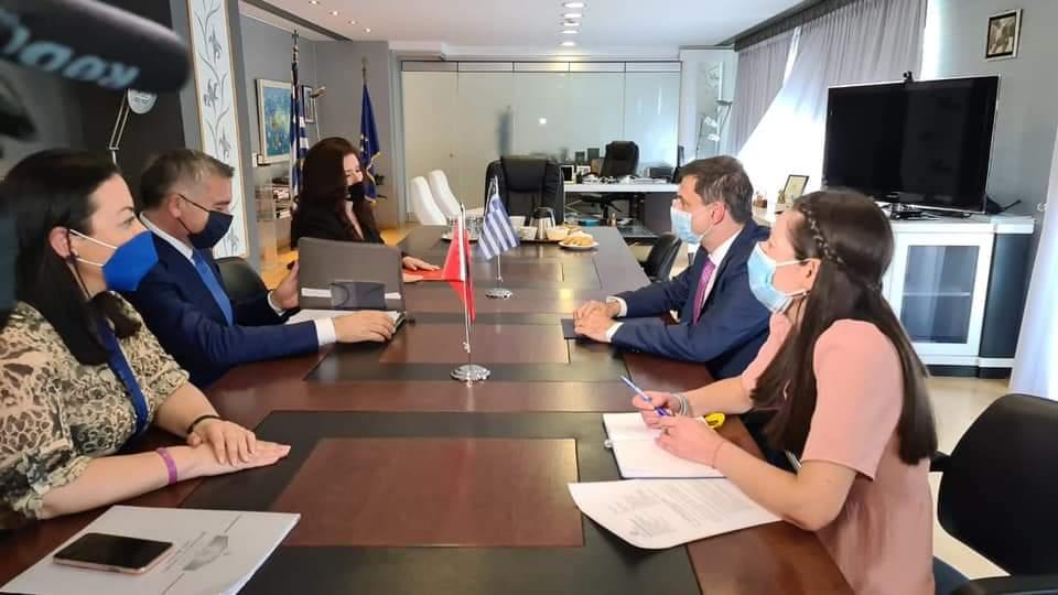 Shqipëria i kërkon Greqisë që të hapë kufirin