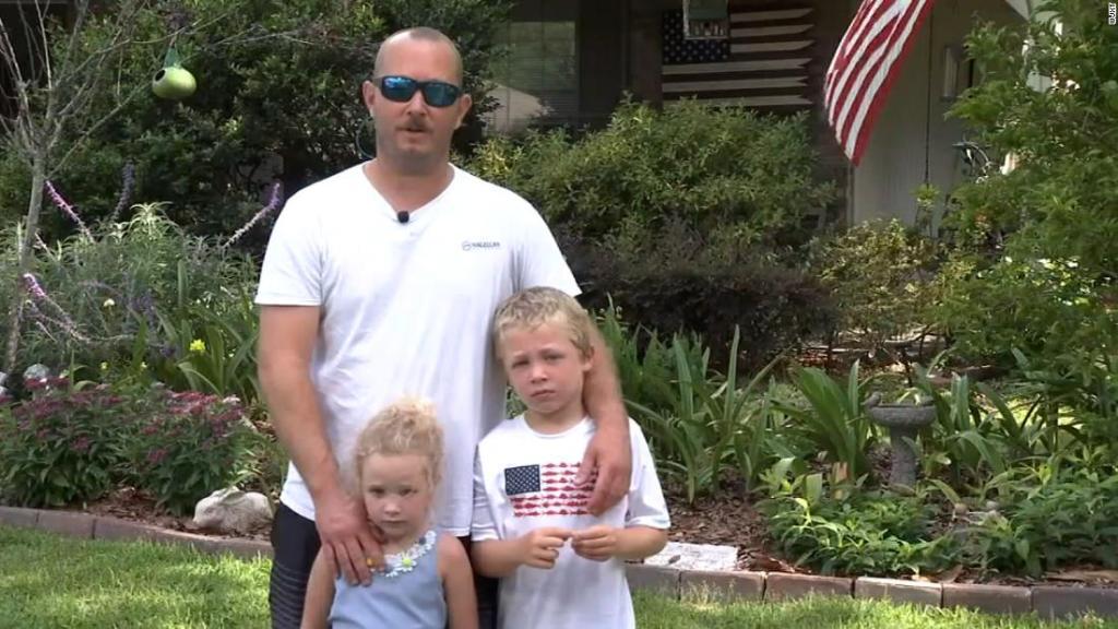 7-vjeçari notoi një orë për të shpëtuar babanë dhe motrën që ishin bllokuar në lumë